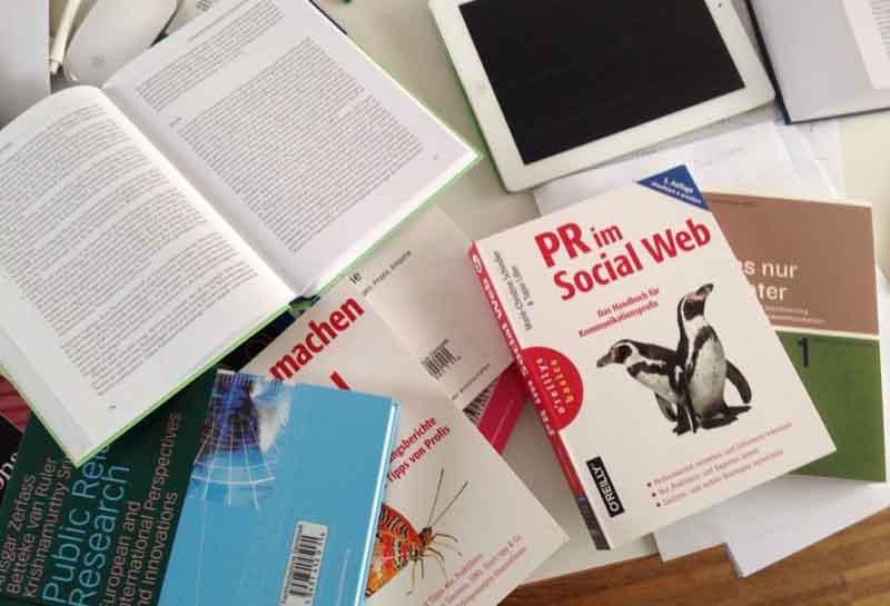 Praktisches Arbeiten und Ausprobieren als Ergänzung zum wissenschaftlichen Arbeiten
